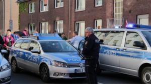 Polizist mit Pfefferspray